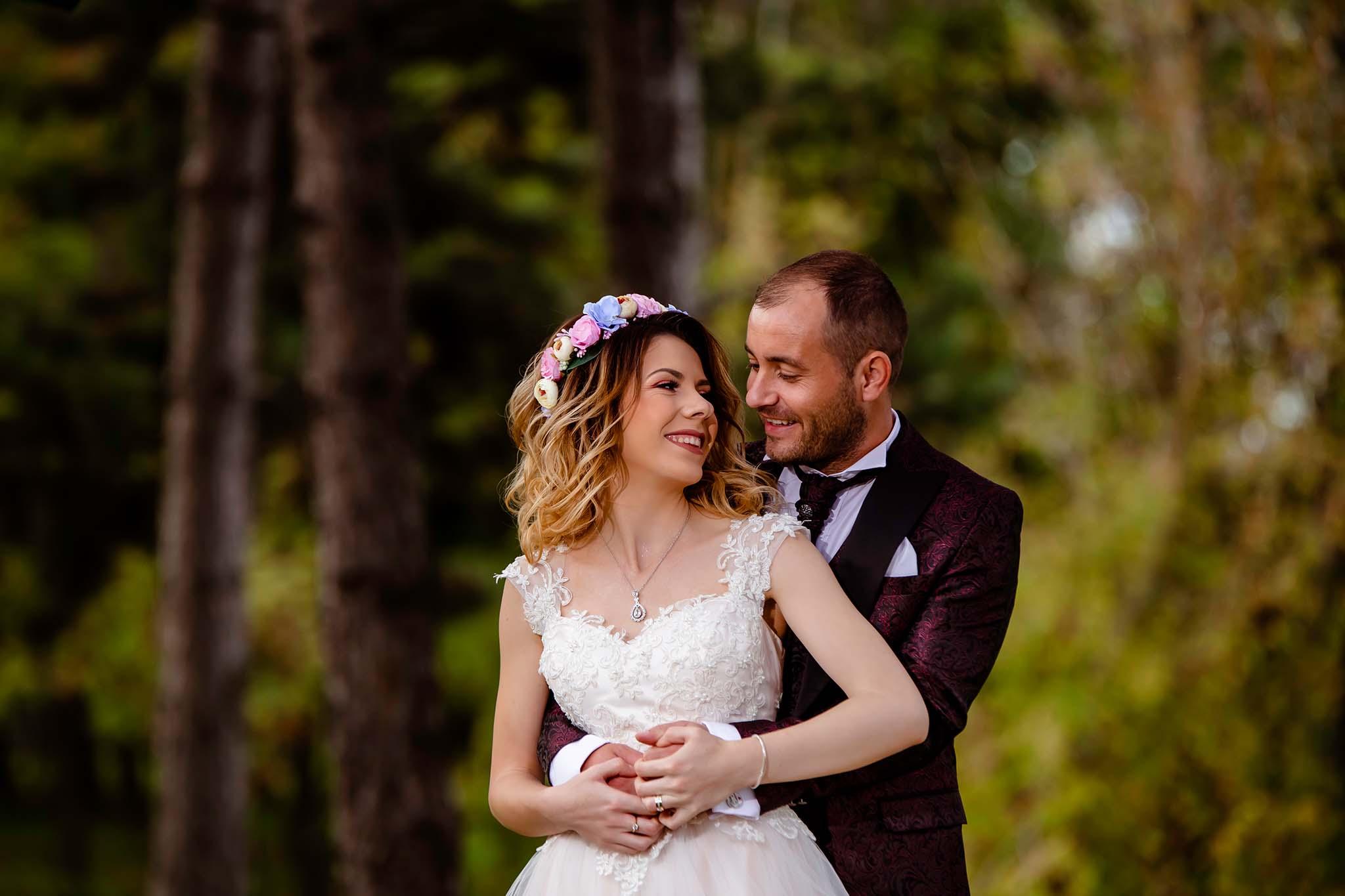 Ședința foto after wedding presărată cu veselie și multă voie bună